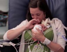 Историята на едно недоносено бебе, която разтопи сърцата на цял свят (видео)