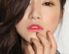 Грим тенденция: размити устни в 3 лесни стъпки