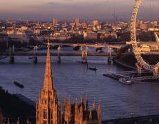 Изложба на Ив Сен Лоран в Лондон