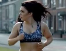 Ето как тренират обикновените жени! (видео)