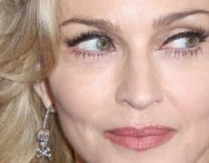 "Мадона пуска ""Living for Love"" за Коледа"