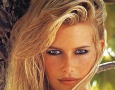 Клаудия Шифър започва козметична линия