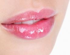 Подобрете пигментацията на устните