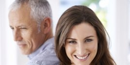 Уроците, които научаваш от връзката с по-възрастен мъж