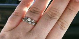 Пост на жена с годежен и брачен пръстен за 130 долара става вайръл