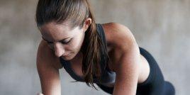 5 задължителни упражнения, ако прекарваш много време седнала
