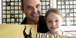 Баща развеселява дъщеря си като оставя рисунки в кутията й с обяд
