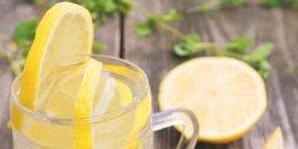 Полезните качества на водата с лимон