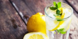 Защо водата с лимон е толкова полезна?