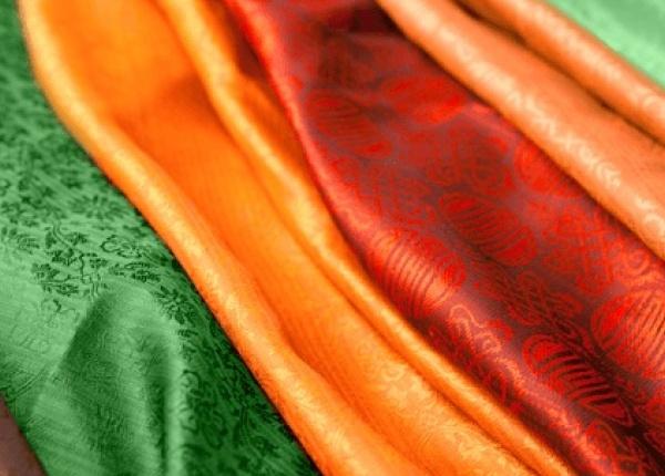 Как да се грижим за копринените дрехи