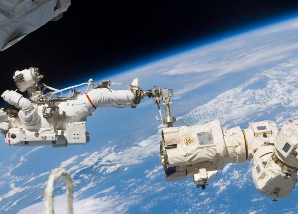 Първата космическа разходка на жени-астронавти най-накрая се случва