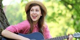 Защо свиренето на музикален инструмент е полезно за мозъка