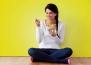 Ето защо да седите на пода по време на хранене е чудесно за вашето здраве!