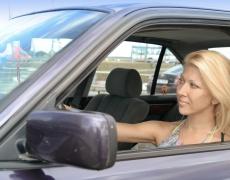 Жените шофират по-добре, ако ги хвалят