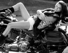 Адриана Лима за Vogue. Отново – супер яка