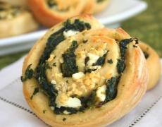 Рецепта за неделни кифлички със синьо сирене