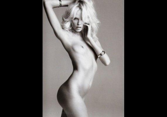 Наташа Поли чисто гола за Vogue
