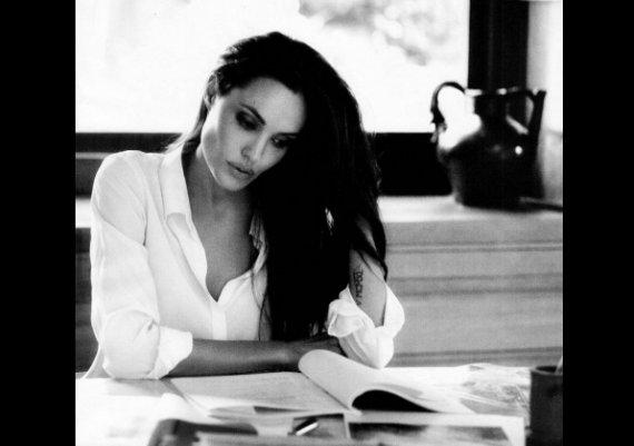 Анджелина Джоли отново напомни за себе си