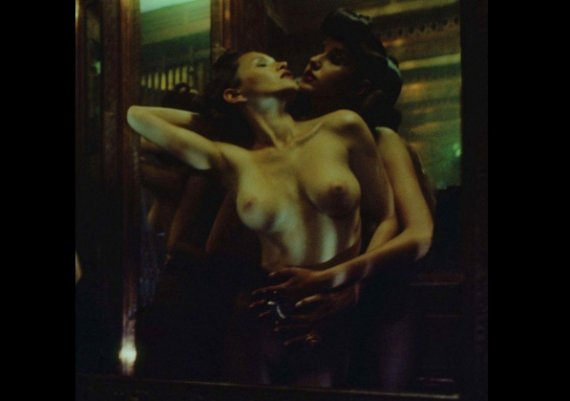 """Еротична, дори пошла, фотосесия на списание """"Treats"""""""