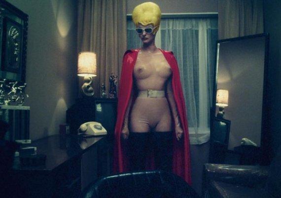 Линда Еванджелиста е порно супергероиня