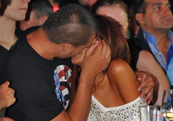 Николета и Валери се нацелуваха (снимки)