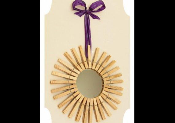 Как да си направите рамка за огледало от щипки?