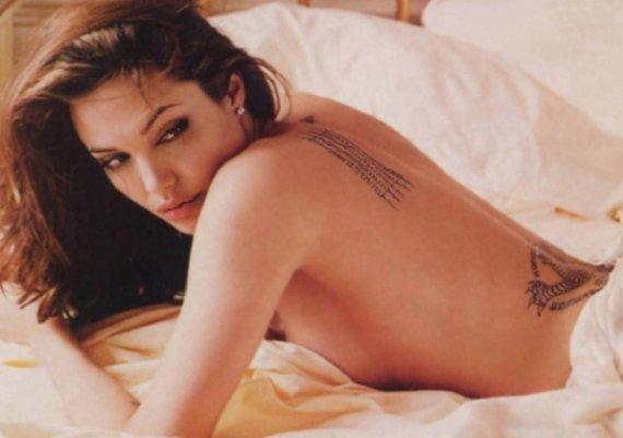 Голата Анджелина на търг! (снимки)