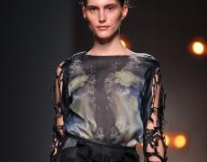 Дрехи на дупки – попълнение в модата
