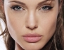 Балсам за устни: новата женска зависимост