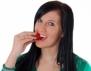 Бели зъби? Хапвайте ягоди