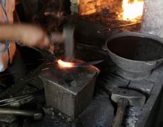 Желязото се кове, характерът - изгражда