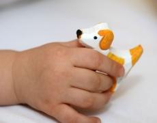 В дланта на дете