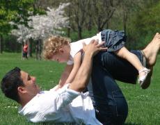 Мамините синчета стават млади татковци!