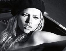 Най-сексапилните жени на света, заставали на страниците на Pirelli