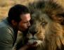Изумително видео! Човекът, който се прегръща с лъвове