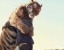 Невероятно! Човек и тигър са първи приятели (видео)