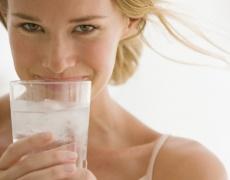 Колко вода трябва да пием дневно според теглото си?