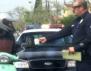 Как един полицай спечели сърцата на хората, пишейки актове за добро? (видео)