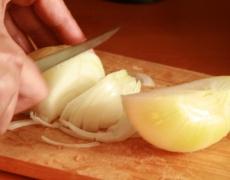 Как да режете лук без да плачете