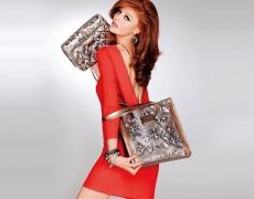 Червена рокля за по-добро настроение през зимата