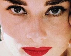 Новогодишен грим в стила на Одри Хепбърн