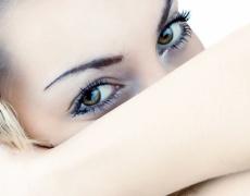 Грижа за фината зона около очите