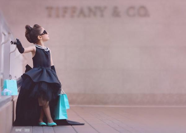 """Момиченце с фотосесия в стил """"Закуска в Тифани"""""""