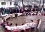 Поздрав за Йордановден с традиционното мъжко хоро в Калофер
