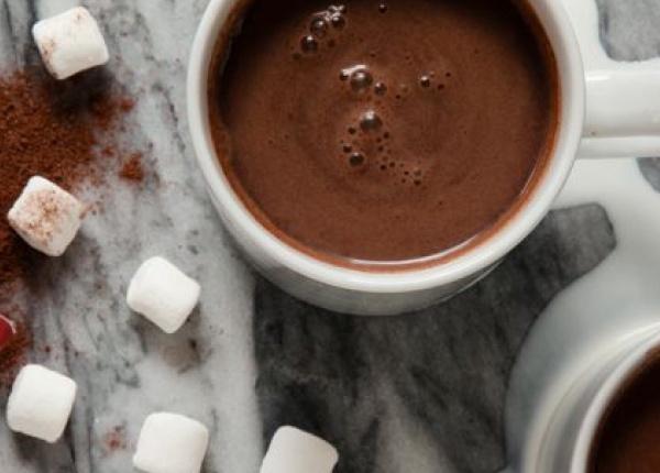 Топъл шоколад с червено вино е зимната напитка, която заслужавате!