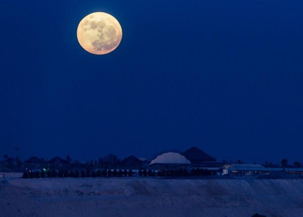 Супер луната тази вечер може да има ефект върху плановете ви