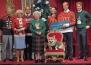 И английската Кралица подноси Коледен пуловер, но с куче