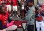 Футболист предложи на приятелката си с помощта на целия си отбор!