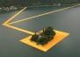 Ходенето по вода е възможно с тази арт инсталация на Кристо и Жан-Клод