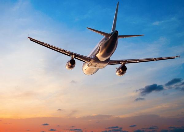 Сега е времето да си купите самолетни билети за Коледа и Нова Година!